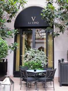 Le V Restaurant, Four Seasons Hotel George V, 31 Avenue George V, Paris VIII