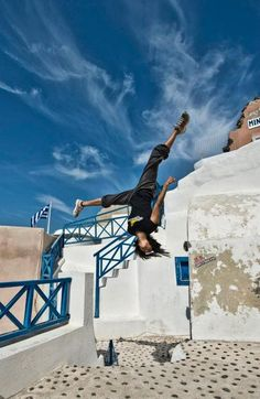 Santorini Parkour & Free Running - Girls Group, Red Bull Art of Motion Reference Images, Photo Reference, Art Reference, Parkour Workout, Kickboxing Workout, Dynamic Poses, Fun Shots, Action Poses, Girl Running