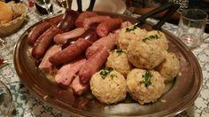 Sauerkraut mit Knödel, Wurst und Selchkarree -      typisches Essen im Herbst und Winter in Südtirol