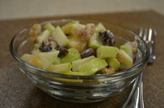 Apple and Raisin Salad - Apple and raisin salad is the perfect salad recipe to try this fall. Sweet walnuts and crunchy celery finish off the perfect flavor combination! Perfect Salad Recipe, Apple Recipes Easy, Salad Ingredients, Apple Crisp, Side Dishes Easy, Raisin, Food Hacks, Celery, Salad Recipes