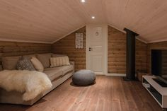Country Life, Real Estate, Cabin, Couch, Architecture, Bed, Restaurant, Furniture, Design