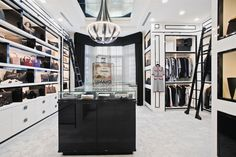 Luxury Walk In Closet Design Ideas for the Sophisticated Home Deep Closet, Master Closet, Room Closet, Walk In Closet Design, Closet Designs, Walking Closet Ideas, Closet Lighting, Chanel Boutique, Dream House Interior