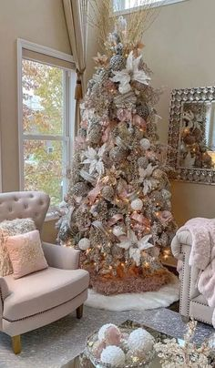 Traditional Christmas tree decorates your room 2020 Beautiful Christmas tree with lights and decorations, Christmas decorations ideas, Christmas tree design 2020 Rose Gold Christmas Tree, Elegant Christmas Trees, Pink Christmas Decorations, Traditional Christmas Tree, Christmas Tree Design, Christmas Tree Themes, Rustic Christmas, Christmas Diy, White Christmas