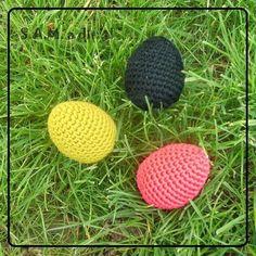 3. Oeufs de Pâques au crochet terminés ! http://www.creavea.com/paques_diy-oeufs-de-paques-au-crochet_fiches-conseils_3976-0.html