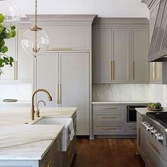 A gorgeous combination of gray cabinets & brass hardware. Absolutely stunning design by @shayelyn_woodbery.