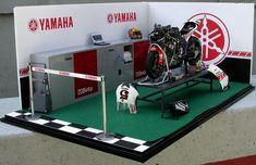 motogp garage | 오랜만의 완성작입니다. Tamiya Models, Display Cabinets, Model Car, Motogp, Scale Models, Yamaha, Diecast, Racing, Bike