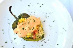 Chile relleno de calabacitas y quinoa con salsa cremosa de chipotle.