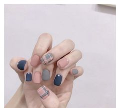 : Good Free of Charge korean Nail Art Glitter Concepts Then apparel, hair plus footwear, the next fashionable product is definitely toe nail art. Cute Acrylic Nails, Cute Nail Art, Glitter Nail Art, Nail Art Diy, Nail Swag, Minimalist Nails, Stylish Nails, Trendy Nails, Korean Nail Art