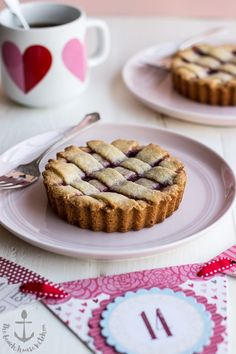 These Miniature Linzer Tortes from @thebeachhousek are perfect for Valentine's Day.
