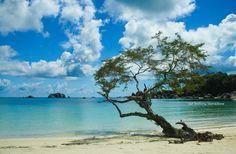 Pantai Belitong, Indonesia...
