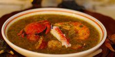 Gumbo est une soupe épaisse avec des crabes