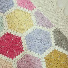 hexagon crochet | ByHaafner, crochet, hexagon throw, blanket, pastel, crochet border