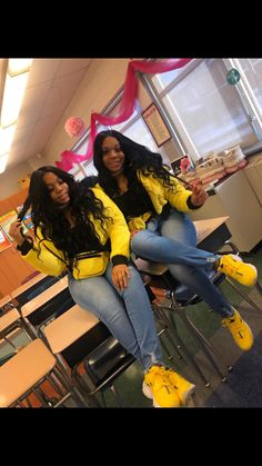 When your sister have same hair & same outfit with you will you feel the same good vibes Tag the @ if you know. Twin Outfits, Swag Outfits For Girls, Cute Swag Outfits, Teenager Outfits, Couple Outfits, Girl Outfits, Cozy Outfits, Bestfriend Matching Outfits, Matching Outfits Best Friend