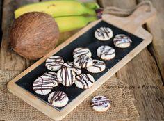 Biscotti banana cocco e cioccolato .