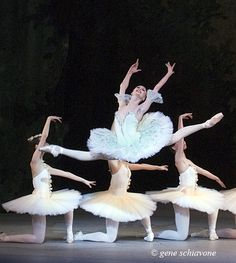 Svetlana Zakharova ~ Ok, not only is she blessed with over extension, but look at those feet! Svetlana has AMAZING feet. Ballet Feet, Ballet Dancers, Ballerinas, Shall We Dance, Lets Dance, Ballet Photos, Ballet Pictures, Dance All Day, Svetlana Zakharova