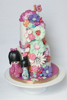 Japanese Doll Cake This was made for a sweet 16 - complete with fondant Kokeshi dolls and fantasy flowers. Beautiful Cakes, Amazing Cakes, Sweet 16 Birthday Cake, Birthday Cakes, 13th Birthday, Birthday Ideas, Fondant Cakes, Cupcake Cakes, Biscuits