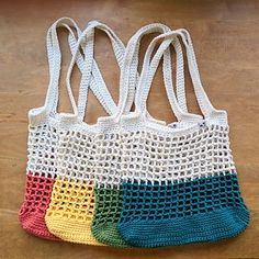 Crochet Handbags Ravelry: Color Block Market Bag pattern by Jenn Palmer - This bright, contemporary-but-classic market bag is great for trips to the farmers' market, the beach, the library, or for a sunny downtown stroll!