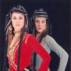 Georgische traditionelle Kleidung. ქართული ხალხური სამოსელი. Traditional Georgian Clothes, Costumes