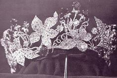 Tiara from the ivy parure belonging to Elizabeth of Austria (Sisi) - The 1811 diadem was altered in 1847, 1856 & 1864. In 1878 Alexander Köchert was commissioned to create a new one using the leaves, the diamonds & emeralds. It contained 15 emeralds, 63 carats; 1478 diamonds, 272 carats and 2456 diamond rosettes. 10 Years later, in 1888, Heinrich Köchert was asked to add more emeralds. The parure was sold in 1918, current whereabouts unknown