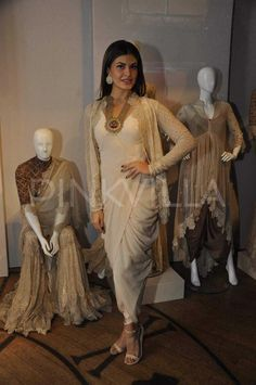 Jacqueline Fernandez and Aditi Rao Hyadri attended designer Anand Kabra's fashion installation. The installation is a part of the ongoing Lakme Fashi. Dress Indian Style, Indian Dresses, Indian Outfits, Lakme Fashion Week 2015, India Fashion Week, Indian Attire, Indian Wear, Fashion Installation, Indian Couture