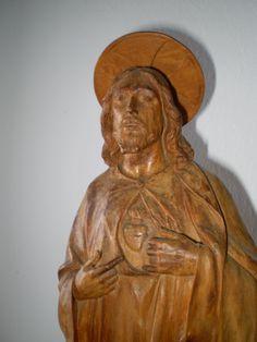 Sagrado Corazón en madera tallada color natural. Redentor del mundo. Siglo XVIII-XIX. 49 x 13 cm.