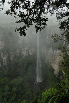 Cachoeira do Avencal em Urubici, estado de Santa Catarina, Brasil.  Fotografia: Gus Valentim no Flickr.