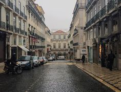 Rainy days are so quite in #Lisbon! ☔️Find your perfect place by clicking the link in our bio. #insuites #rent #travelgram #discover #justgoshoot #exploremore #wonderfulplaced #vsco