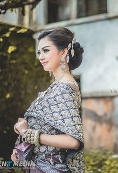 Khmer Wedding, Wedding Costumes, Traditional Wedding, Cambodia, Affair, Groom, Bride, Wedding Dresses, Lady