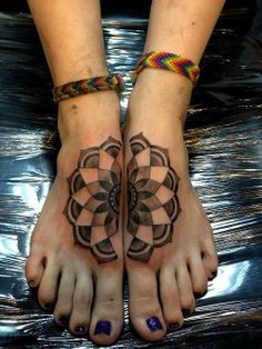 Cool tat...but also WOW! this person has finger toes.