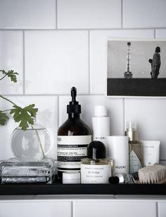 The Latest Bathroom Design Trends are Functional and Fantastic - bathroom Bathroom Furniture, Bathroom Interior, Interior Design Living Room, Serene Bathroom, Master Bathroom, Rental Bathroom, Bathroom Tray, Interior Livingroom, Budget Bathroom