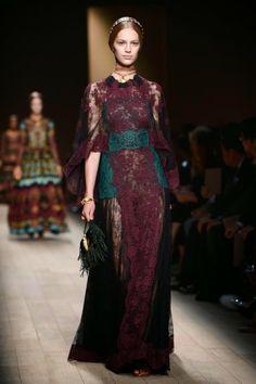 House Lannister #fashion inspiration #GOT  Valentino  http://cuchurutu.blogspot.com.es/2014/04/game-of-thrones-fashion-ha-vuelto.html