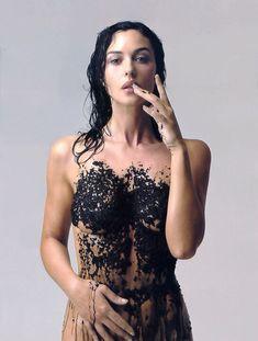 Monica Bellucci covered with caviar by Fabrizio Ferri for Esquire.