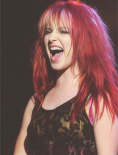 One of my favorite hairstyles from her. If there was anyone in this world I would want to be, it's Hayley. Beautiful singer, part of a great band, and gets to do what she loves, touring and traveling and selling out venues left and right. <3 I wish I could sing because I would be in a band like Paramore.