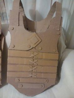 Cute Crafts, Diy And Crafts, Crafts For Kids, Arts And Crafts, Paper Crafts, Cardboard Costume, Cardboard Toys, Cosplay Armor, Cosplay Diy