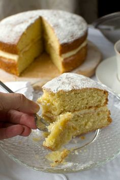 A delicious and very simple vanilla layer cake sandwiched together with a 2-ingredient mascarpone lemon cream. Just throw everything in a food processor!