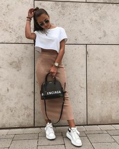 45 Cute Crop Tops Every Girl Should Own in 2019 – Summer outfits Fashion Blogger Style, Look Fashion, Fashion Outfits, 80s Fashion, Female Fashion, Korean Fashion, Fashion Quiz, Winter Fashion, Parisian Fashion