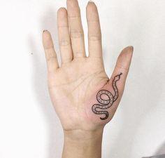 palm tattoos for women ; palm tattoos for women hand ; Bild Tattoos, Neue Tattoos, Body Art Tattoos, Small Tattoos, Cool Tattoos, Tatoos, Form Tattoo, Shape Tattoo, Piercing Tattoo