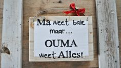 Wooden Gift SIgn SOMETHING SMALL… Afrikaans Wall Art Ouma weet Alles Afrikaanse Quotes, Wooden Gifts, Videos Funny, Home Projects, Wall Art, Sign Boards, Woodburning, Crafts, Scrapbooking