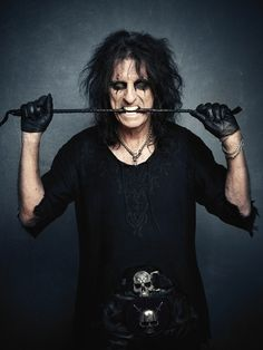 One of the coolest guys in the world. My most favorite rock legend, Alice Cooper!!^.^