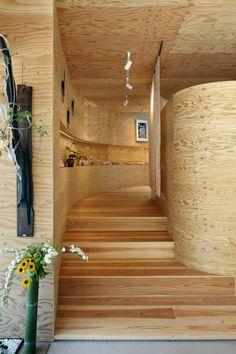 "COCOCHI Comfort Gallery ""UTSUWA"" / UID Architects"