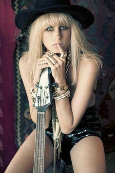 Lovecat Magazine Photography: Sybil Steele Model: Maddie Daisy Dixon Styling: Marisa Sidoti Hair & Make-up: Ashlea Penfold [sou. Boho Rock, Glam Rock, Rock And Roll, Guitar Photos, Women Of Rock, Rocker Girl, Bohemian Girls, Lady Jane, Guitar Girl