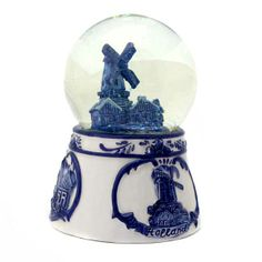 SCHUDBOL / SNEEUWBOL HOLLAND DELFTS BLAUW RELIEF Water Globes, Snow Globes, Holland Windmills, Magic Snow, Snowball, Delft, Shades Of Blue, It's Snowing, Blue And White
