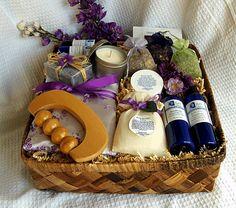 Geschenkkorb mit Wellness-Sachen gefüllt