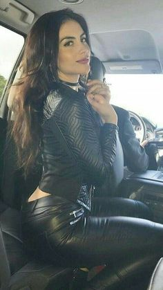 Hot in Leather Thelma Et Louise, Mode Rock, Chica Fantasy, Leder Outfits, Shiny Leggings, Leather Fashion, Look Fashion, Sexy Outfits, Ta Tas