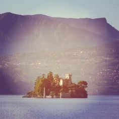 #monte #isola #monteisola #lake #life #living #private #mountain #blue #violet #green #tower #summer #estate #light #circle #small #island #wanderful #novellaorchidea #dream #novella #orchidea #raccontierotici #racconti #ebook #ricardo #tronconi #eroticno