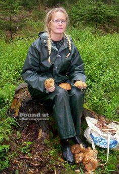 Rubber Raincoats, Country Wear, Rain Suit, Pvc Raincoat, Sport Fashion, Women's Fashion, Rain Gear, Farmer, Sportswear
