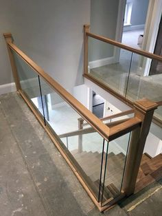 Hemlock and Bespoke Glass Balustrade – staircase