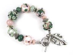 Armband mit handgewickelten Glasperle  von glückskind-design auf DaWanda.com Glass Jewelry, Glass Beads, Jewelry Necklaces, Bracelets, My Glass, Glass Art, Lampwork Beads, Pandora Charms, Etsy