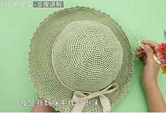 Kağıt ipten örgü modelleri çok moda bu sezon. Özellikle örgü çanta modellerinde ve şapka modellerinde çok kullanılıyor. Penye ipten örgü modelleri gibi kağ