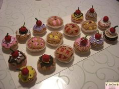 Jencrea & Stregatti - creazioni di tutto e un pò: Cupcake porta spilli o decorazioni per Natale
